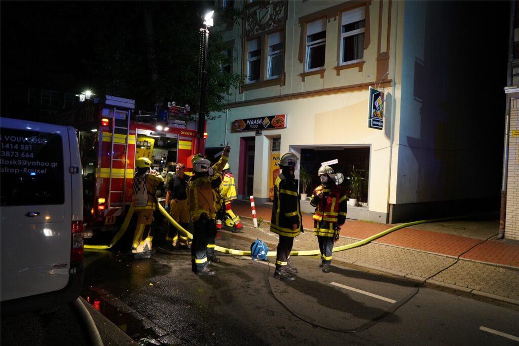 Der Einsatz der Feuerwehr auf der Lönstraße in Castrop.