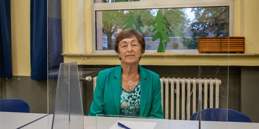 Hunderte Stimmzettel wird Christel Reichwald (83) am Sonntag im Wahllokal am Hagemer Kirchweg auszählen.